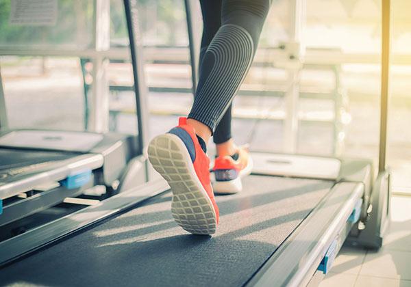 Bí quyết tập máy chạy bộ chân thon