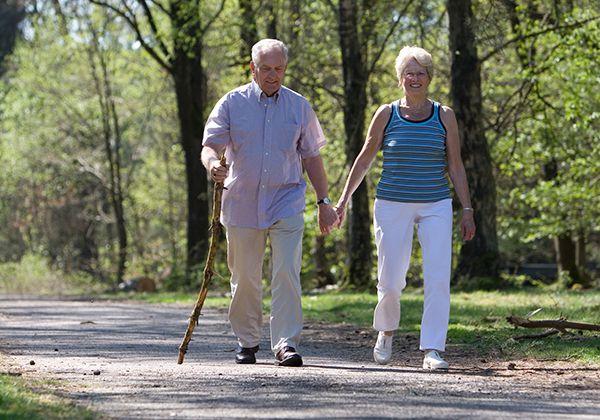 Lợi ích đi bộ cho người già