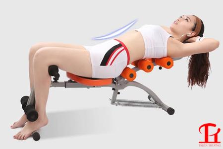 Bài tập gập bụng với máy tập cơ bụng đa năng
