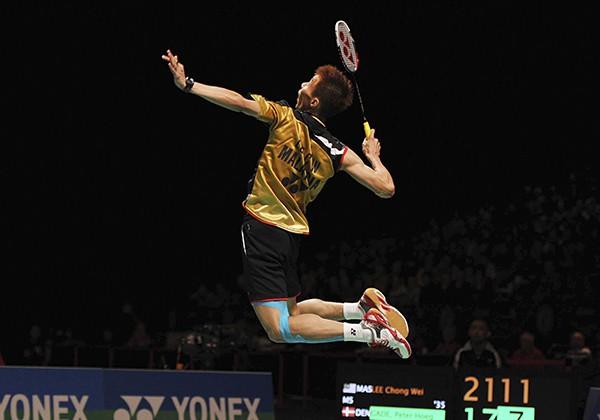 Hướng dẫn cách cầm vợt cầu lông đúng kỹ thuật cho người mới