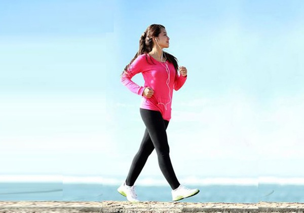 Cách đi bộ buổi sáng giảm mỡ bụng