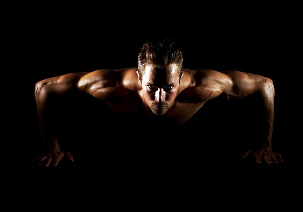 Cách hít thở khi hít đất được tham khảo lại từ các HLV tập Gym