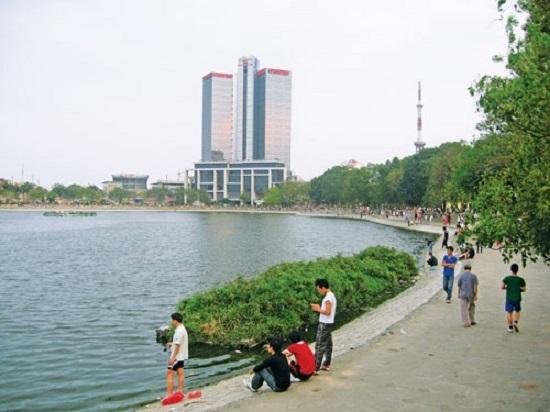Chạy bộ tại hồ Thành Công