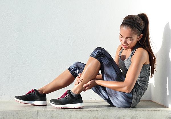 Tập Gym bị đau cơ có nên tập tiếp? Bí quyết giảm đau là gì?