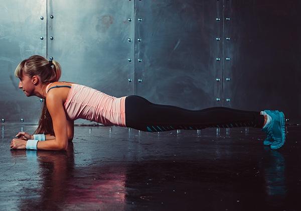 Tập Plank giúp eo thon