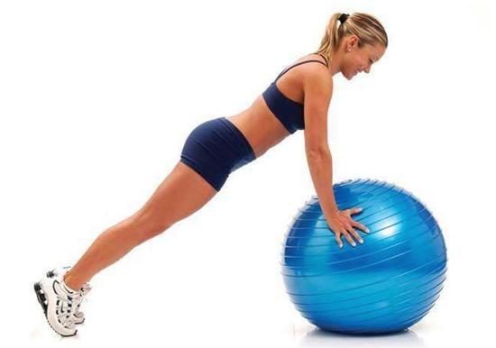 Tập chống đẩy trên bóng Yoga