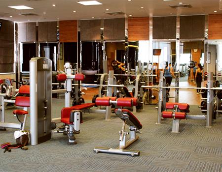 Tập thể hình tại phòng Gym