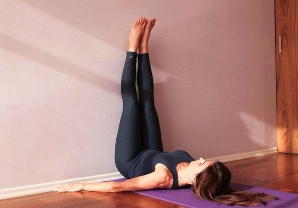 Tư thế Yoga chân dựa tường