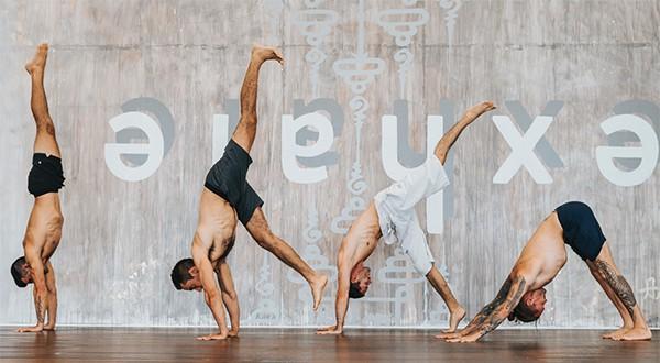 Tư thế Yoga chống tay tựa tường