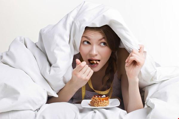 ăn no trước giờ đi ngủ