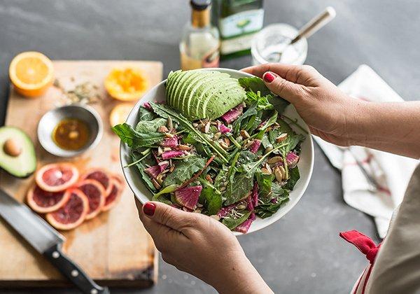 Ăn rau salad trước bữa ăn