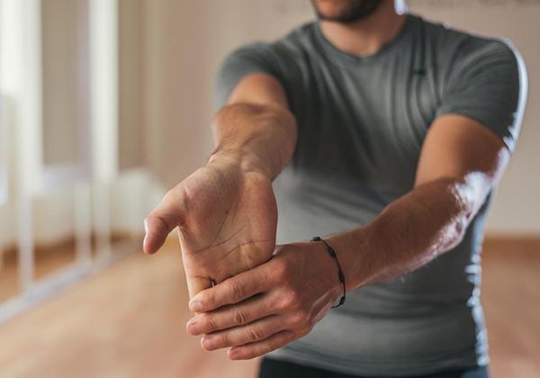 Bài tập kéo căng cổ tay