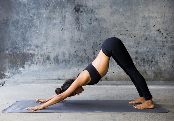 Bài tập Yoga cúi mặt nâng hông