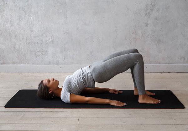 Bài tập Yoga đẩy mông lên cao