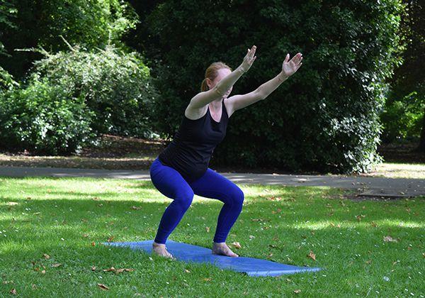 Bài tập Yoga Chair Pose