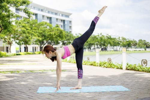 Tư thế Yoga Standing Splits