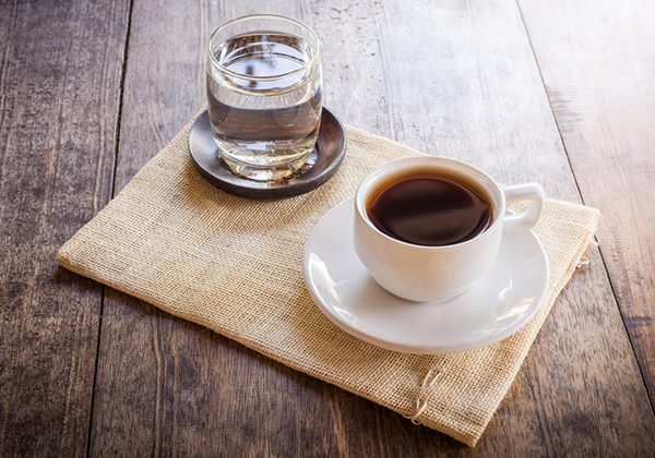 Bổ sung nước khi uống cà phê