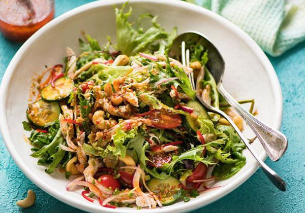 Cách làm Salad ức gà giảm cân kiểu Thái