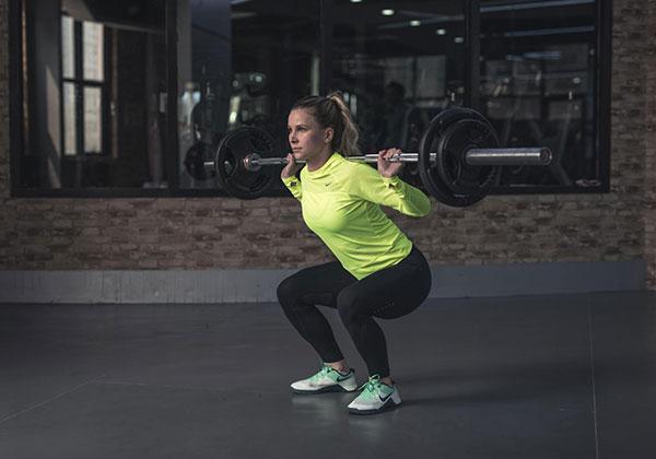 Cách tập Squat giúp mông to đùi nhỏ