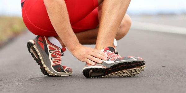 cách khắc phục chạy bộ bị đau cổ chân
