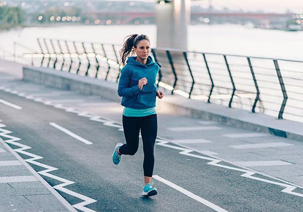 Chạy bộ có làm to chân không? Tập thế nào giúp chân thon?