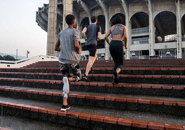 Chạy leo cầu thang giảm cân