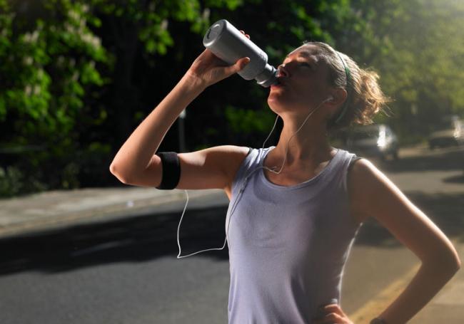 uống nước đúng cách khi chạy bộ