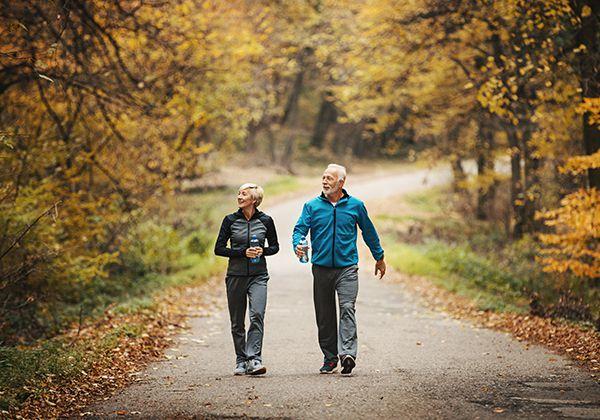 Đi bộ nhiều có tốt không? Lợi ích của việc đi bộ mỗi ngày là gì?