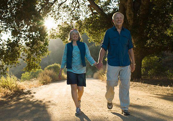 Đi bộ cho người già đúng cách