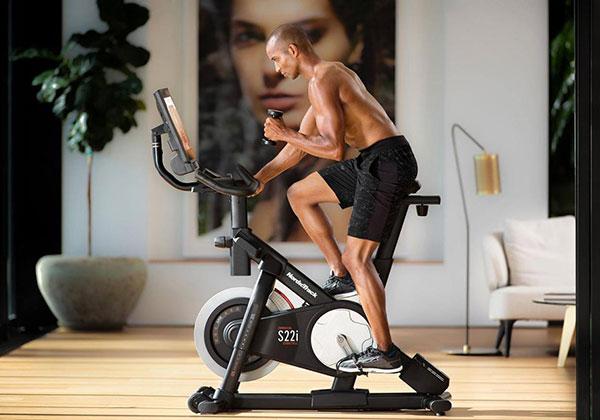 Tập Cardio với xe đạp tập