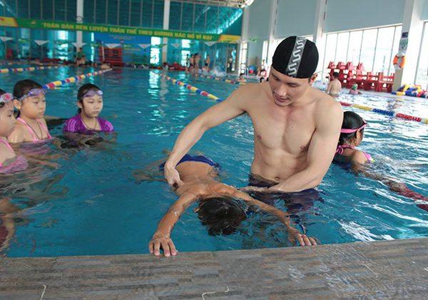 Cách học bơi nhanh nhất từ kinh nghiệm của giáo viên dạy bơi !