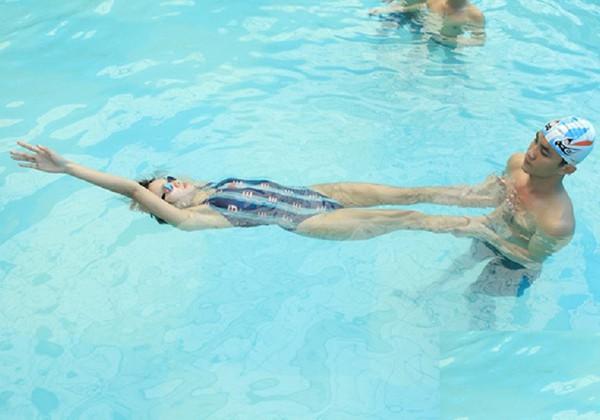 Hướng dẫn cách bơi ngửa đúng kỹ thuật dễ nhất cho người mới