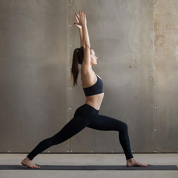 Tư thế Yoga chiến binh 1