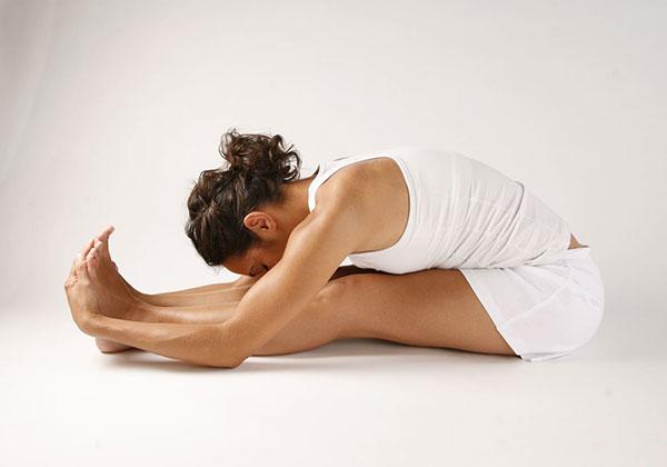 Tư thế Yoga ngồi gập người