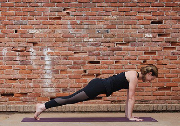Tư thế Yoga tấm ván