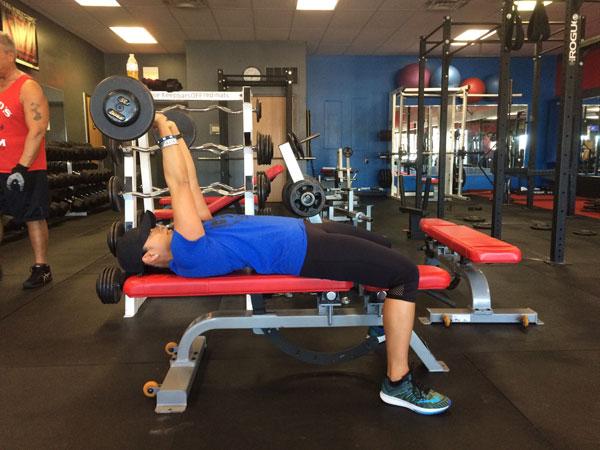EZ-Bar Skullcrusher hỗ trợ phát triển cơ bắp tay sau cho nam an toàn