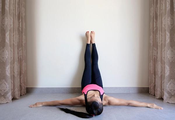 Bài tập Yoga Viparita Karani