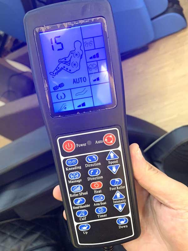 Bảng điều khiển trên ghế massage Saporoo 8600