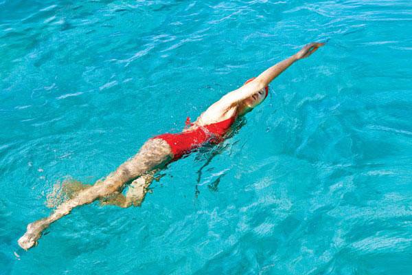 Khi tham gia bơi lội cần chuẩn bị những gì?