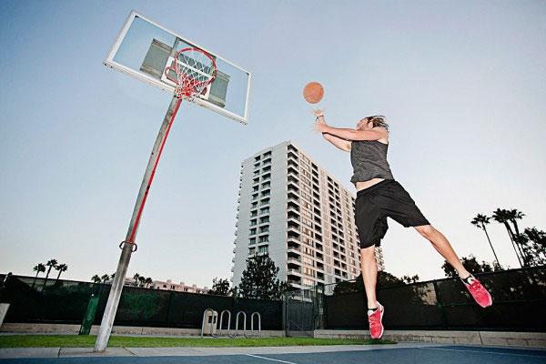 Tăng chiều cao bằng cách chơi bóng rổ