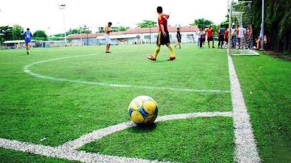 Trong thi đấu bóng đá, cầu thủ cần chú ý lỗi phạt góc