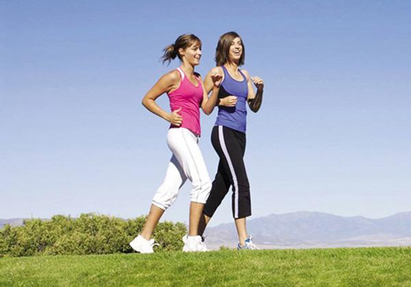 Cách tập to chân nhanh bằng cách đi bộ nhún chân