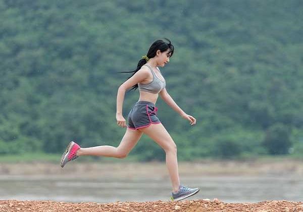 Nguyên nhân, cách khắc phục tình trạng chạy bộ bị đau lưng