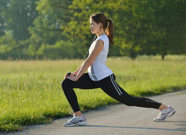 Khởi động kỹ trước khi đi bộ