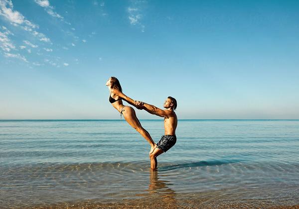 Acro Yoga là gì? Những lợi ích tuyệt vời khi tập luyện Acro Yoga !
