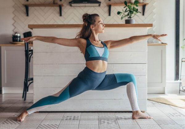 Tập Yoga tại nhà với 20 bài tập từ các chuyên gia hàng đầu