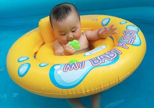 Kinh nghiệm mua phao bơi cho bé an toàn, phù hợp với độ tuổi