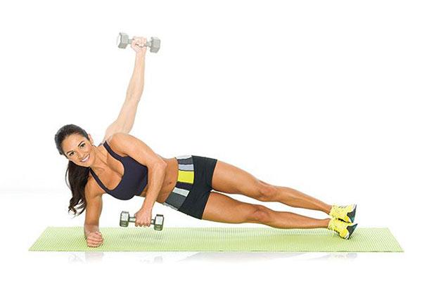 Plank kết hợp nâng tạ 1 bên
