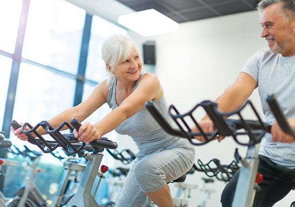Tập đạp xe cho người già