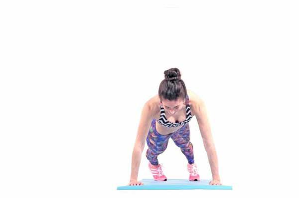 Tập Plank bị đau lưng do hông nghiêng sang 1 bên